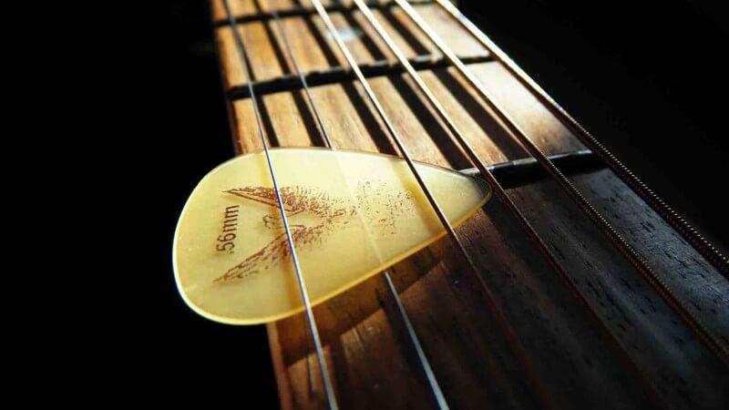 Как настраивать гитару через тюнер