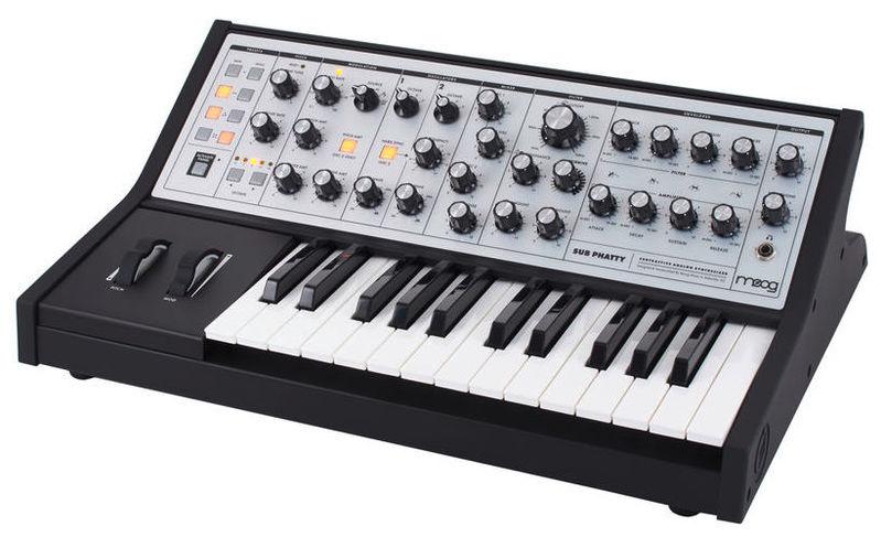 цена на Синтезатор Moog Sub Phatty
